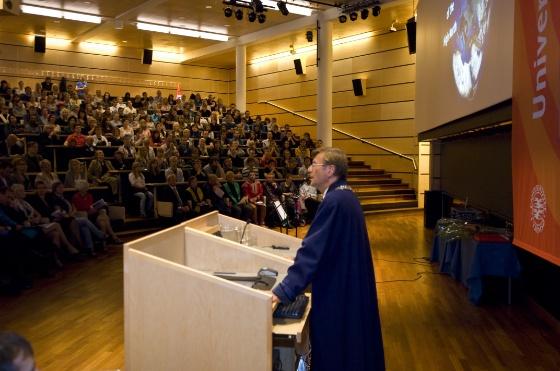 Aarbakke fullsatt auditorum på årsfesten 2010 (Bredde: 560px)