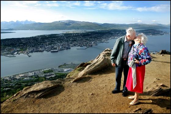 forelsket par fjellheisen.jpg (Bredde: 560px)