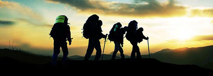 4 studenter går på fjellet