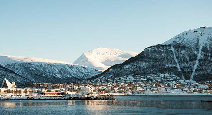 Tromsø by i bakgrunnen