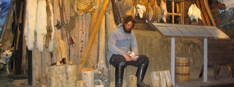 Denne utstillingen omhandler temaet fangst av isbjørn og polarrev. Sentralt i utstillingen står en original fangsthytte fra Svalbard, oppført på Krosspynten i Wijdefjorden i 1910.