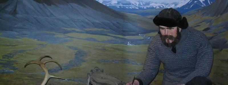 Museet presenterer en utstilling om den tidligste fangstperioden på Svalbard, der nederlenderen Willem Barentsz's berømte ferd i 1596 slo fast at det var rike forekomster av hval og hvalross i farvannene rundt Svalbard