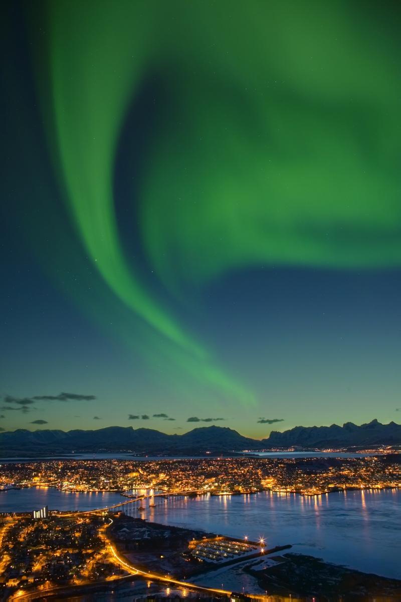 Nordlys-over-Tromso-Troms-Nord-Norge-005495-hm.jpg