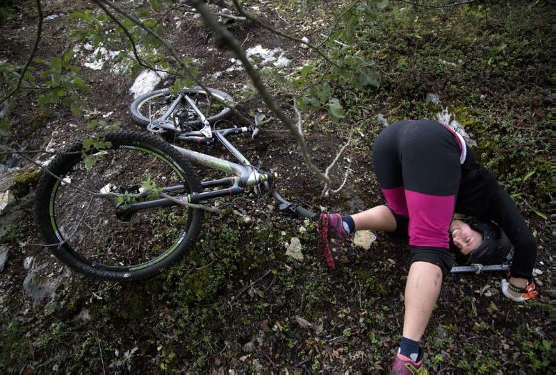 Det går ikke like bra alle gangene Maria setter utfor en bakke. Foto: Stig Brøndbo