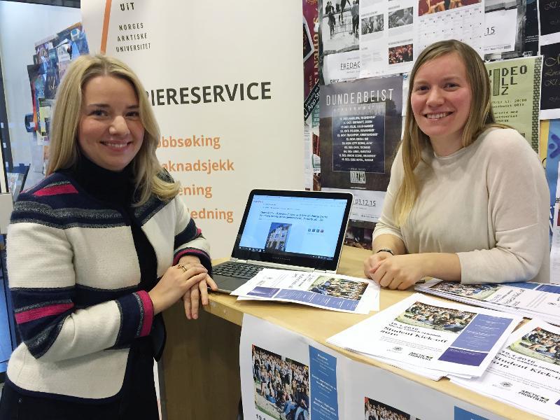 Victoria Braathen (t.v.) og Julie Høie Nygård inviterer til karriereseminar for studenter. Foto: Karine Nigar Aarskog