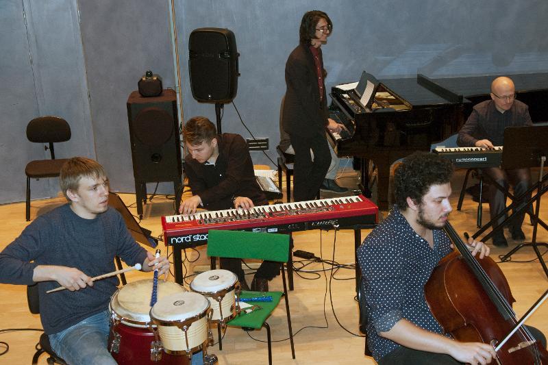 Musikkstudenter og ansatte stilte med huskonsert på konservatoriet onsdag ettermiddag. Alle foto/video: Karine Nigar Aarskog