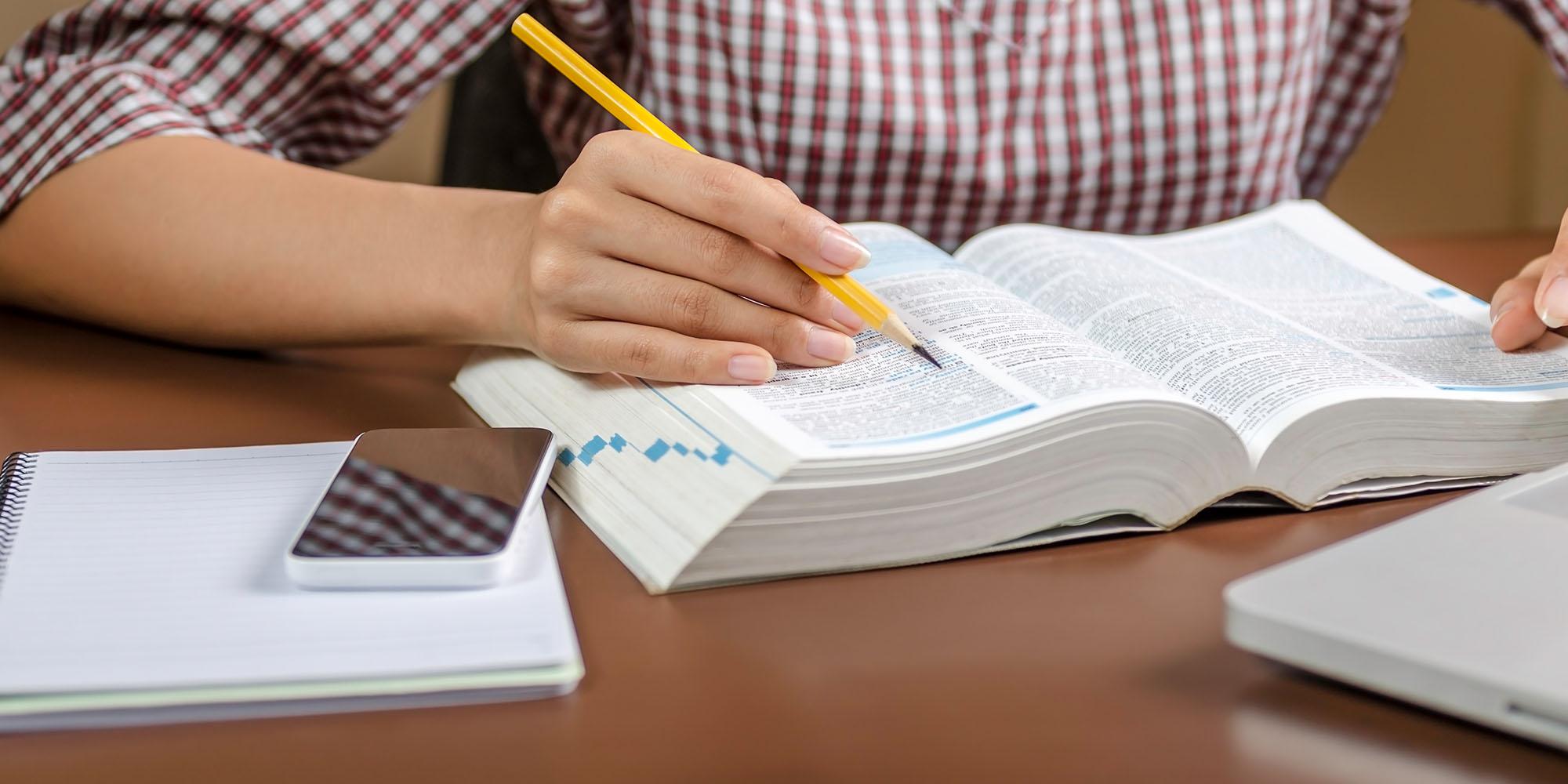 Student studerer
