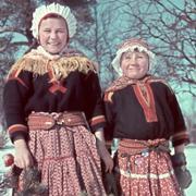 Fotoutstilling med unike bilder fra samisk barndom og ungdom på 1940-tallet. Basert på Rolf Ärnströms fotografier fra Lannavaara i Nord-Sverige.