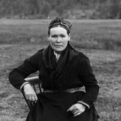 Å se samer og andre urfolk på utstilling var ikke uvanlig på 1800-tallet. Denne utstillinga følger sørsamiske Margrete Kreutz gjennom hennes liv hvor hun to ganger var med som attraksjon på verdensutstillinger.