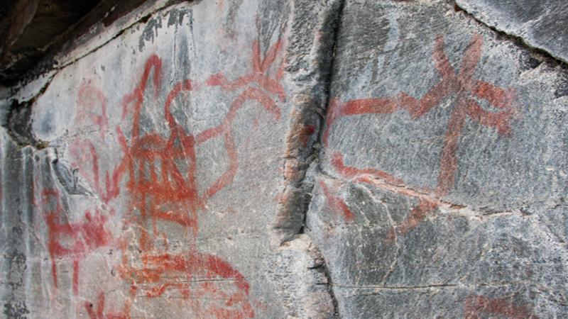 Vandreutstilling med spennande ny forskning om steinalderns historier, slik dei er bevart som bilete i berget gjennom mange tusen år.