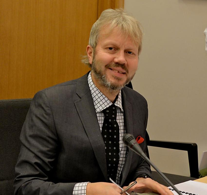 Portrett av professor Øyvind Ravna