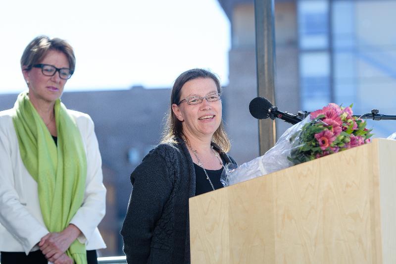 Dosent ved Musikkonservatoriet, Hilde Blix, fikk tildelt likestillingsprisen under rektors sommerfest i juni i år.