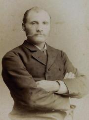 Adrian Jacobsen 1885 bildet nettoppbevart på Risøya.jpg