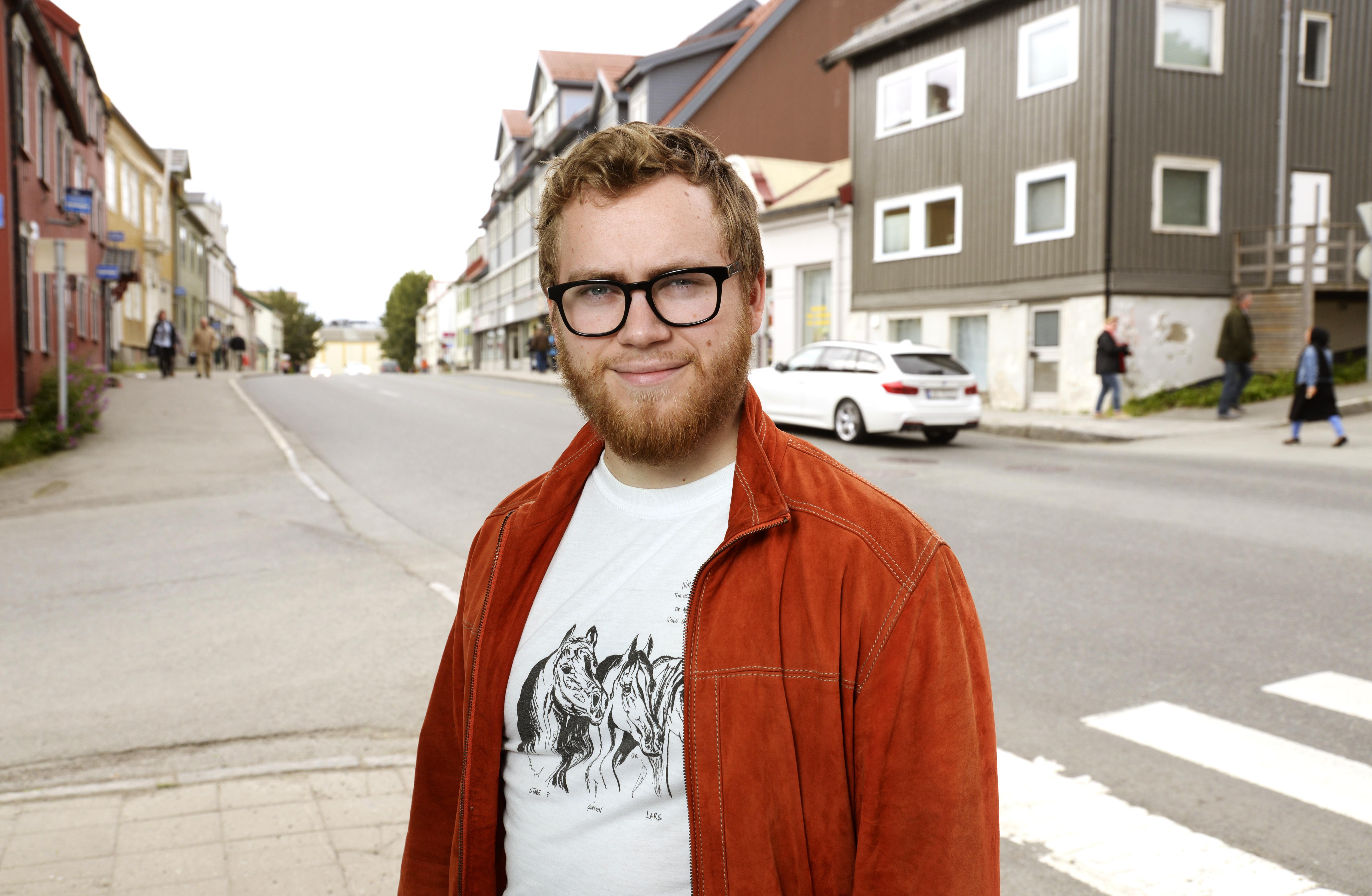 Martin Lægland Ellingsen i en gate i Tromsø sentrum