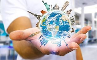 Utveksling - holder jordkloden i hånd for å symbolisere muligheten til studentutveksling