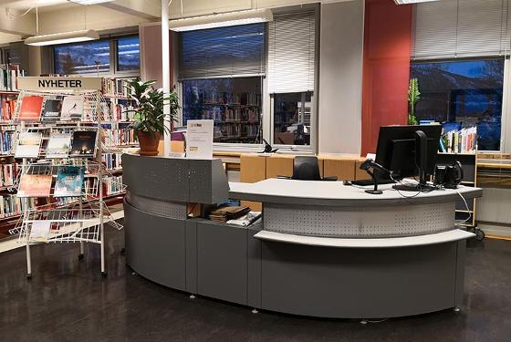Skranken på Lærerutdanningsbiblioteket på Mellomvegen.