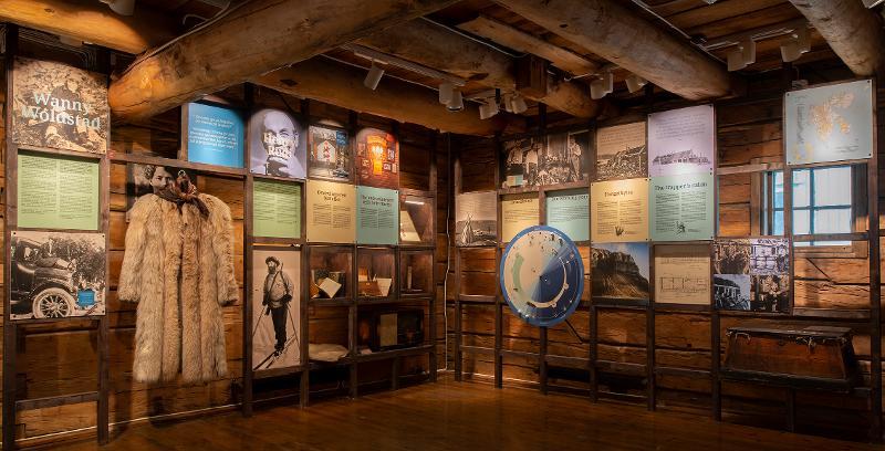 <p>Utstillingen forteller om fangstlivet gjennom historiene til Henry Rudi og Wanny Woldstad.</p>