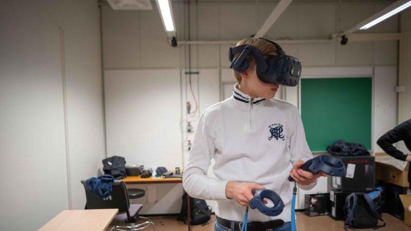 Elevane frå programfag kjemi 1 på Kongsbakken vidaregåande skule fekk vere med å teste ut VR Laben på Institutt for kjemi. Foto: Jonatan Ottesen