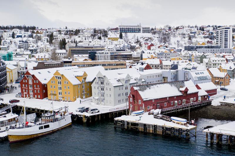 <p>Polarmuseet består av flere bygg som sammen danner et historisk og vakkert miljø nede på Skansen.</p>