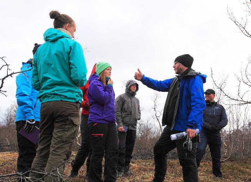 Jan Sverre Laberg med studenter på ekskursjon i sedimentologi ved en tidligere anledning.