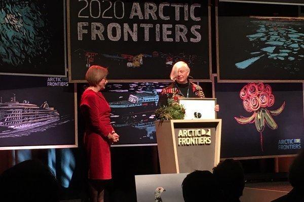 Dorthe Dahl-Jensen mottok Mohnprisen 2020 under fjorårets Arctic Frontiers-konferanse. .
