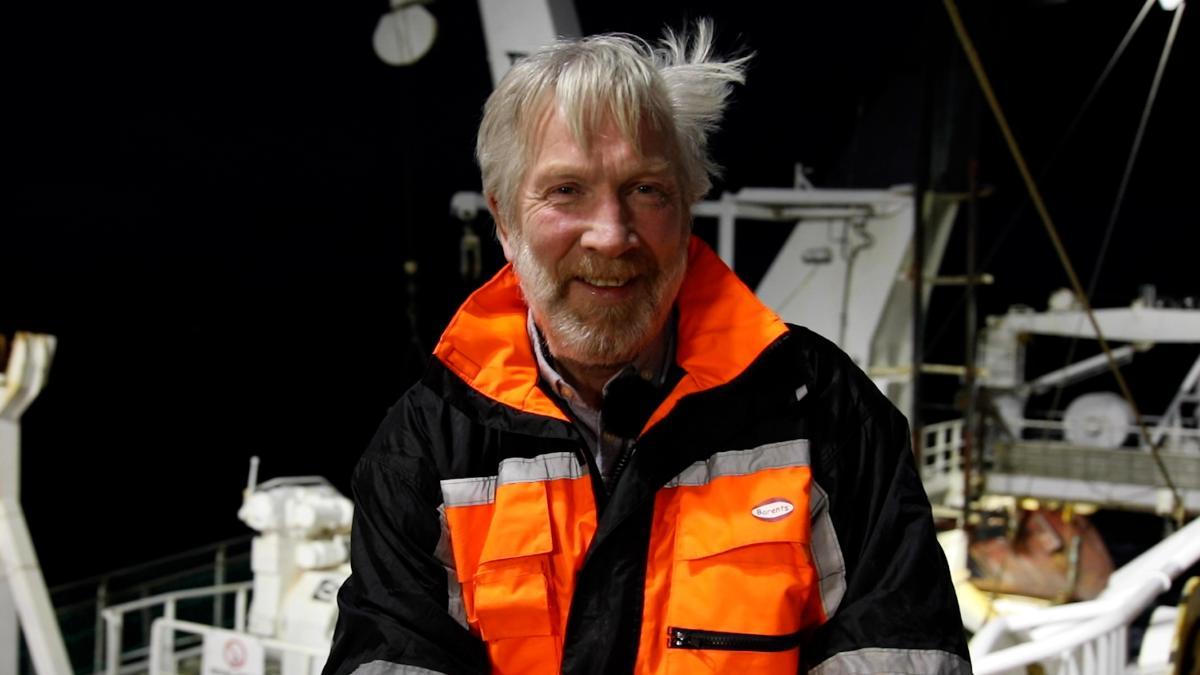 Førsteamanuensis Roger Larsen ombord på båt