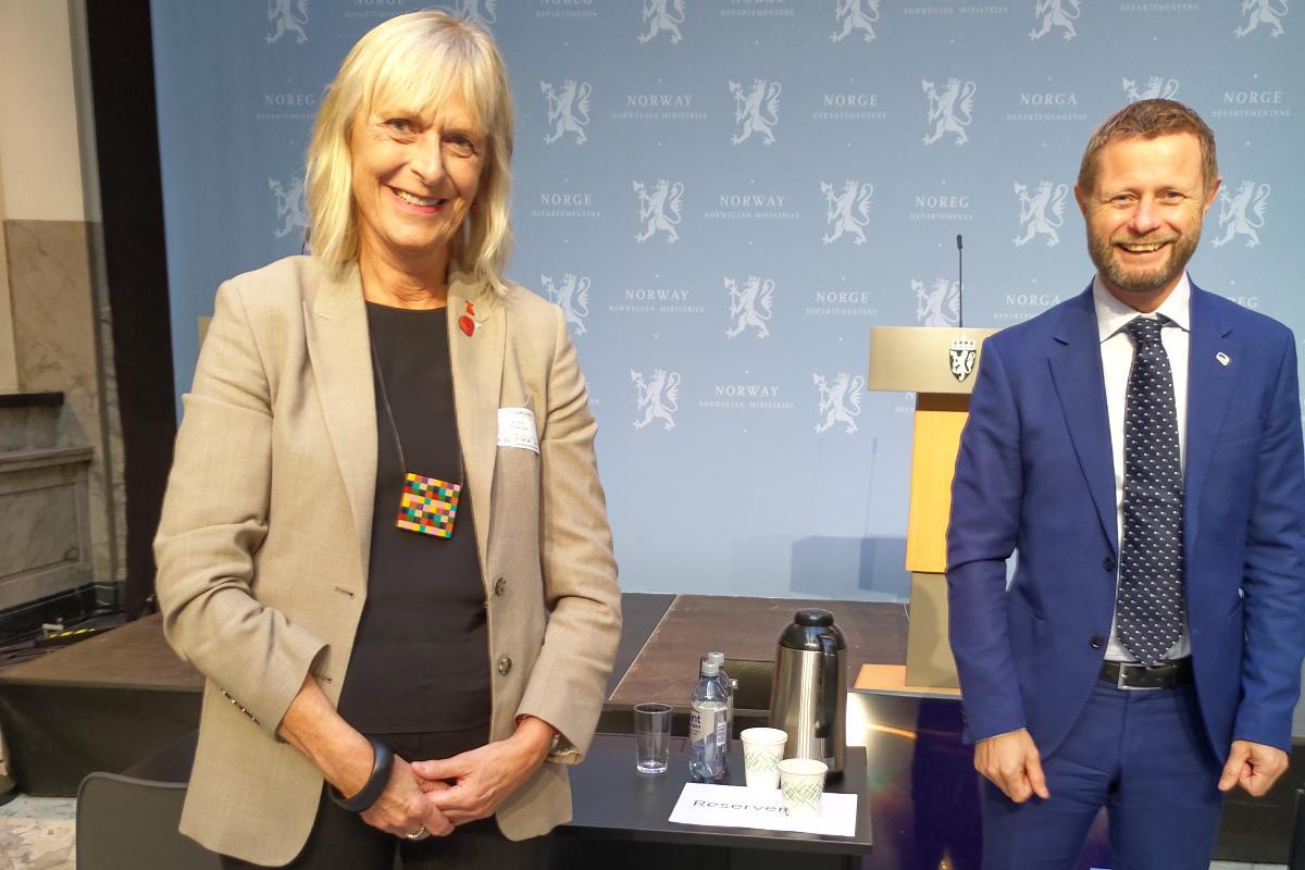 Maja-Lisa Løchen sammen med helse- og omsorgsminister Bent Høie på et møte i august i fjor.