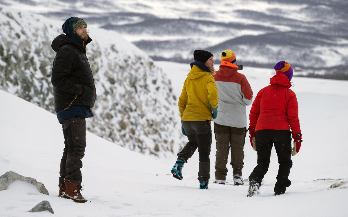 Studenter i snøkledde fjell