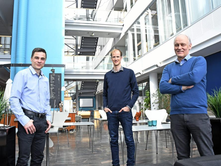 Robert Jenssen (t.v.), Karl Øyvind Mikalsen og Rolv Ole Lindsetmo er tre av de som har vært ivrigst i å ta i bruk kunstig intelligens innen helse og sykehusbehandling.