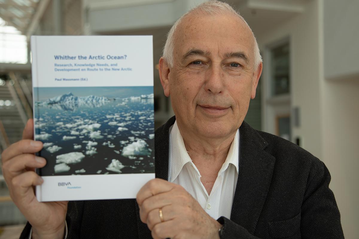 Paul Wassmann med bok