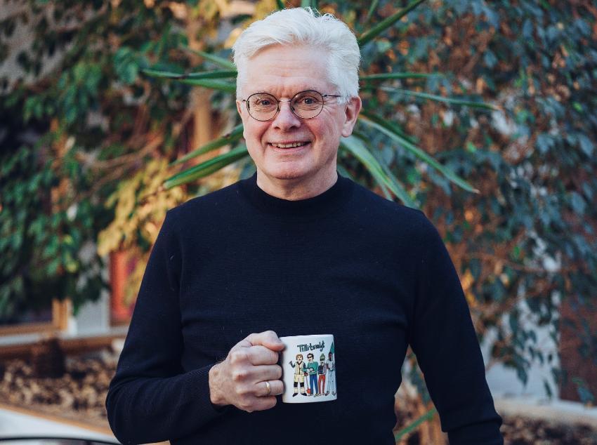 Terje Fallmyr, ute med kaffekopp i hånden