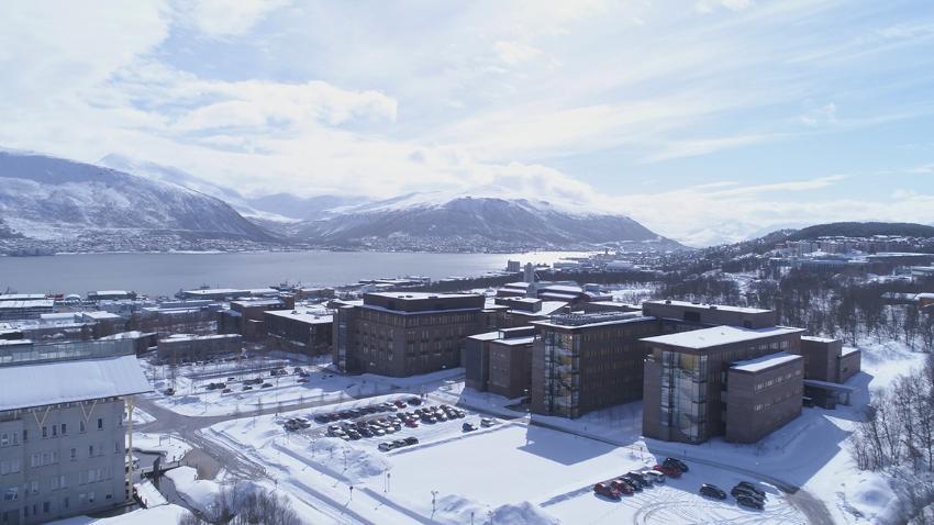 Dronebilde av UiT i Breivika, tatt på vinteren