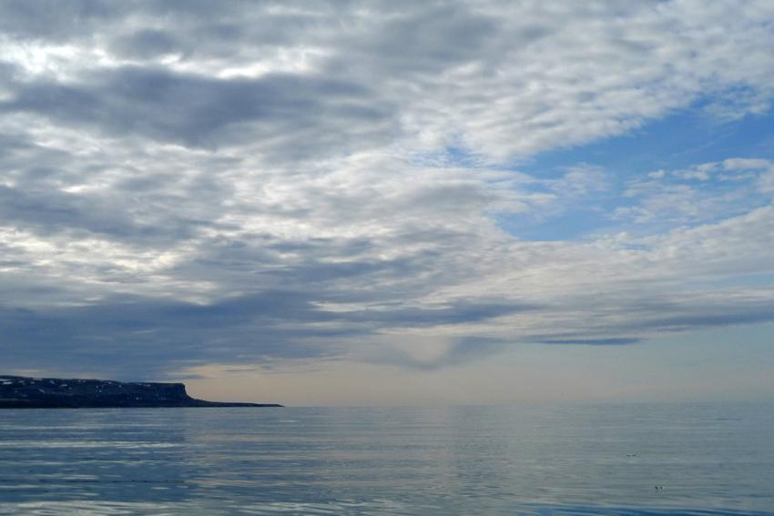 Fjord og nes på Svalbard.