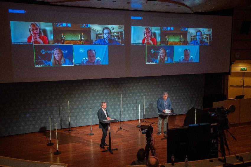 Prorektor Kenneth Ruud (t.v.) deltok i debatten som ble ledet av Skjalg Fjellheim, politisk redaktør i Nordlys.