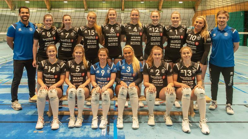 Gruppebilde av BK Tromsø volleyballs damelag. Foto: Rune Solberg