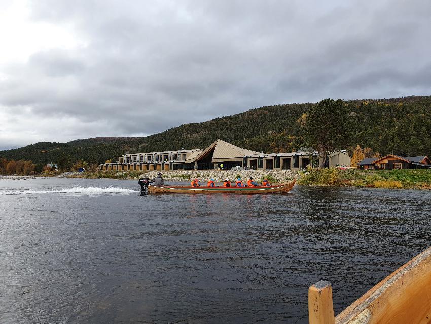 arctic lodge båttur på elva