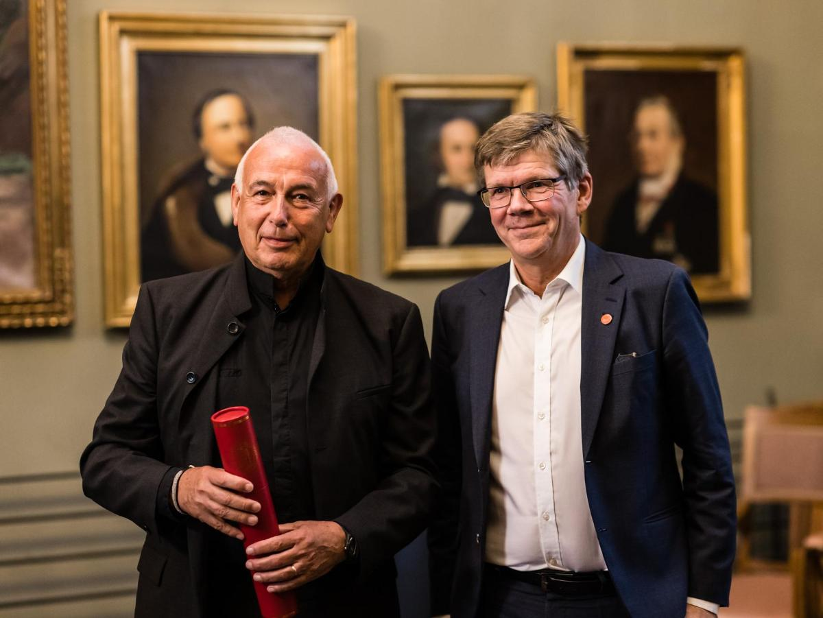 Paul Wassmann (t.v.) sammen med rektor ved Universitetet i Oslo, Svein Stølen.