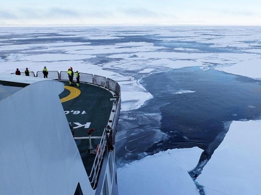 Forskningsskip i havisen